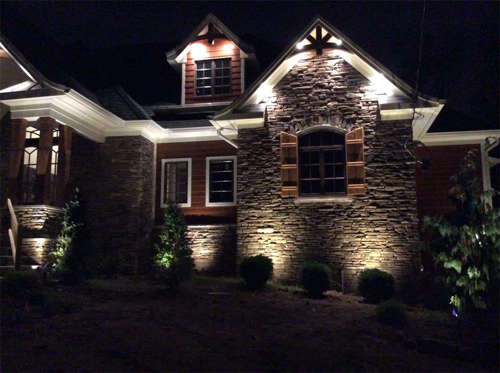 Front yard landscape lighting